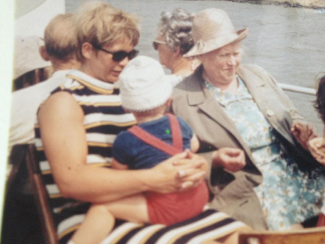 Meine Oma, meine Mama und ich.